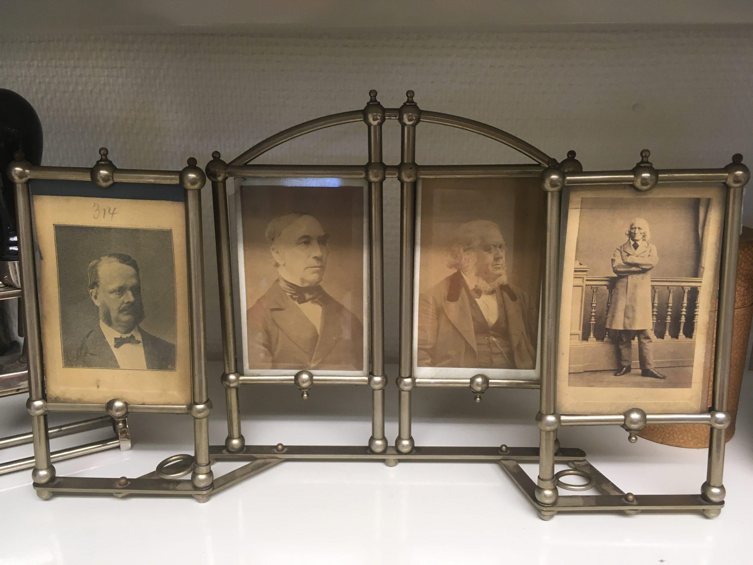 Fire svarthvitbilder i stående ramme